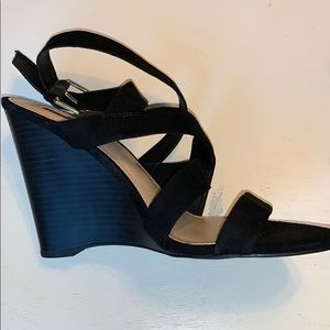 FOREVER 21 Strappy Suede Wedges